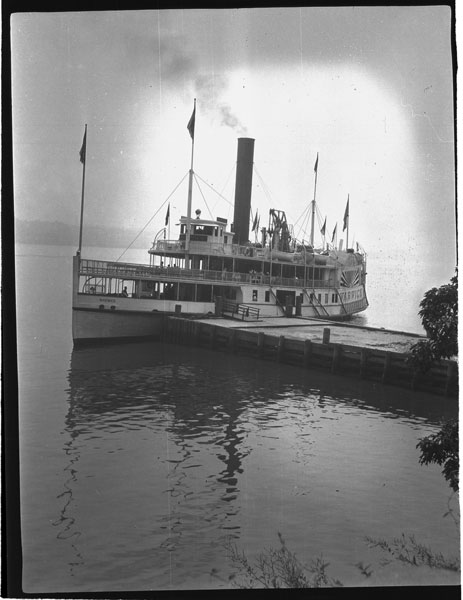 Steamer Warwick at Twombly's Landing, 1931